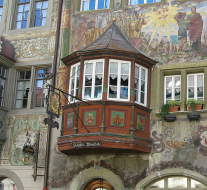 Stein am Rhein - Erker (Hotel Sonne am Marktplatz) door Wamito (Own work) [Public domain], via Wikimedia Commons