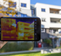 By Marco Verch -Thermal image of a building - FLIR infrared camera / iPhone - flickr