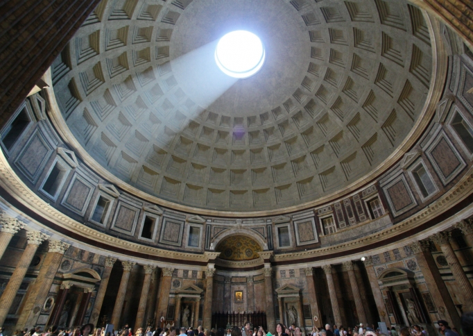 Oculus in de koepel van het Pantheon, foto Richjheath (Own work) [Public domain], via Wikimedia Commons