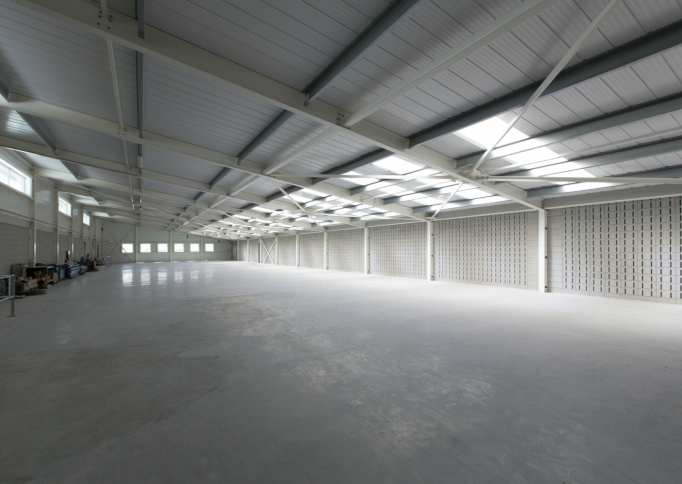 Geluidsabsorberende wand in fabriek met blokken van Soundless Acoustics International